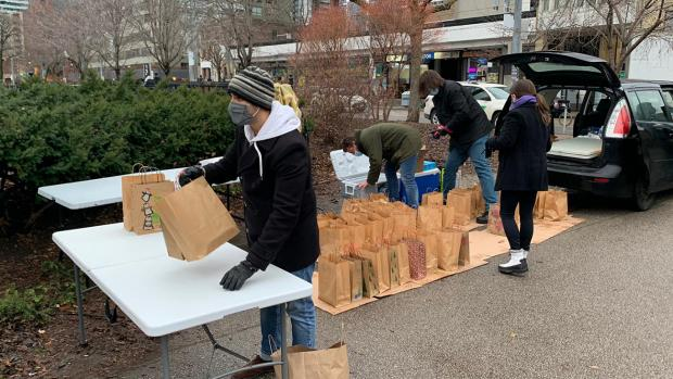 students distributing holiday meals to the homeless